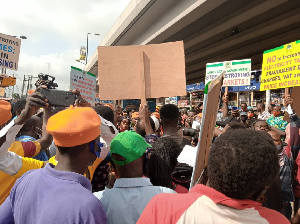 Revolution Now protesters in Lagos (img credit: Sahara Reports)