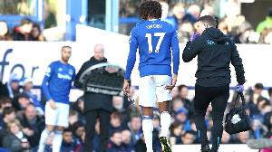 Alex Iwobi injured while playing for Everton