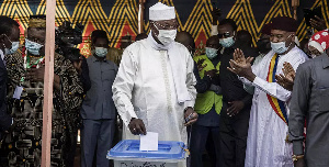 Chadian President Idriss Deby Itno (C) casts his ballot at a polling station in N'djamena