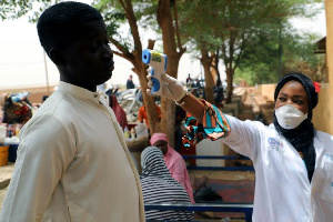 Malian doctor tests for COVID-19     | AFP