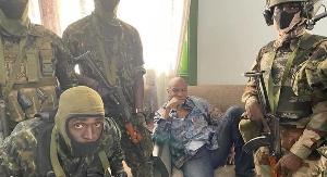 Soldiers capture Guinea President Conde (Twitter: @JournalGeopol)