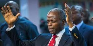Vice President Yemi Osinbajo praying