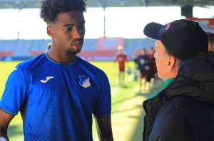 Uche Obiogumu meets coach Gernot Rohr for the first time in Germany